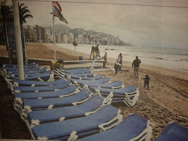 The Benidorm beaches get washed away just in time for Easter (Información 20th March)